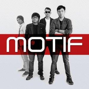 Cinta Segitiga dari Motif Band