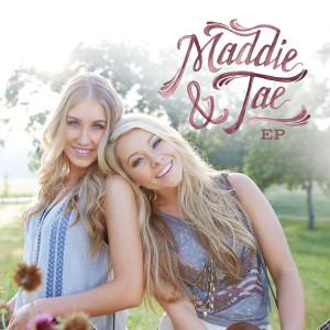 收聽Maddie & Tae的Girl In A Country Song歌詞歌曲
