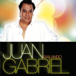 收聽Juan Gabriel的Enamorado Y Feliz歌詞歌曲
