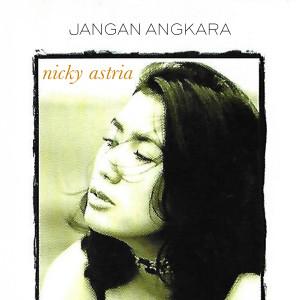 Dengarkan Semakin Rindu lagu dari Nicky Astria dengan lirik
