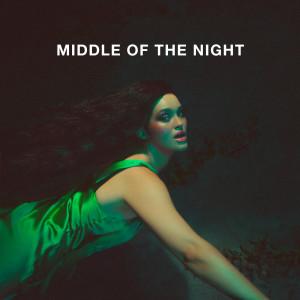 MIDDLE OF THE NIGHT dari Elley Duhè