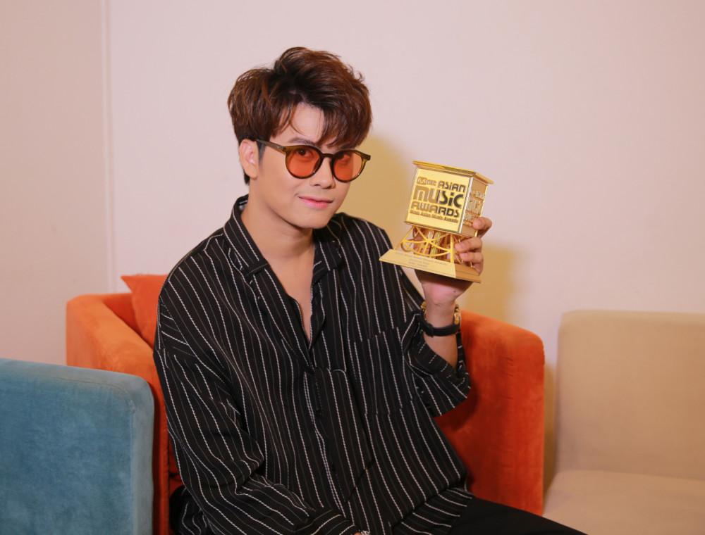 เฮลั่น!!! นนท์  ธนนท์ คว้ารางวัล Best Asian Artist Thailand  จากงาน 2019 Mnet Asian Music Awards (MAMA)