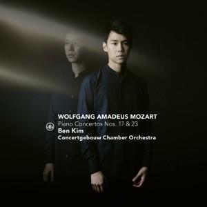 Album Mozart: Piano Concertos No. 17 & 23 from Concertgebouw Chamber Orchestra
