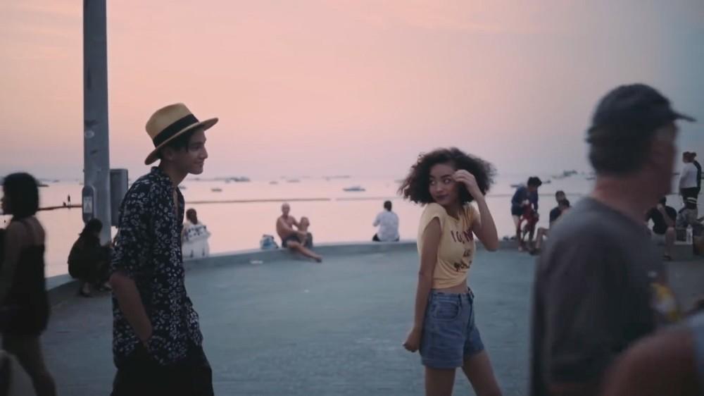 八月不容忽視的熱帶浪漫派對: 泰國唱作人Phum Viphurit