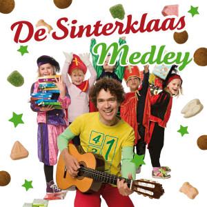 Album Sinterklaas Kapoentje / Sinterklaasje Bonne Bonne Bonne / Hop Hop Hop, Paardje In Galop / Hij Komt, Hij Komt / Piet Ging Uit Fietsen / Jingle Bells / Hoor De Wind Waait Door De Bomen (De Sinterklaas Medley) from Kes