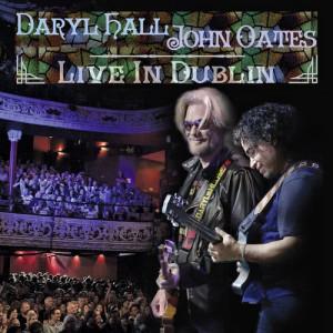 收聽Daryl Hall And John Oates的Out Of Touch ((Live In Dublin / 2014))歌詞歌曲