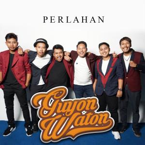 Listen to Perlahan song with lyrics from Guyon Waton