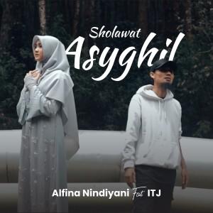 Dengarkan Sholawat Asyghil lagu dari Alfina Nindiyani dengan lirik