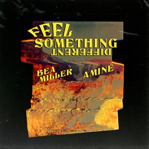 收聽Bea Miller的FEEL SOMETHING DIFFERENT歌詞歌曲