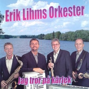 收聽Erik Lihms Orkester的Swingmedley: Ain't She Sweet/Cest Si Bon/Bye Bye Blackbird歌詞歌曲