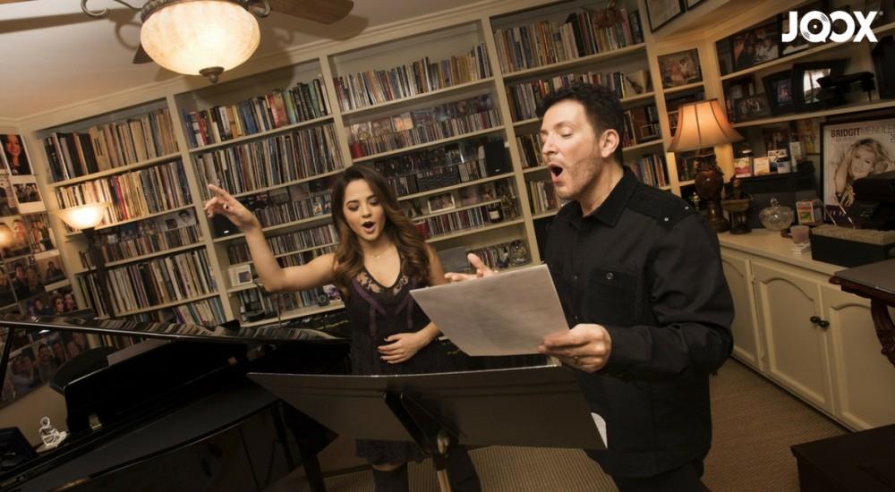 Seorang Guru & Penyanyi?